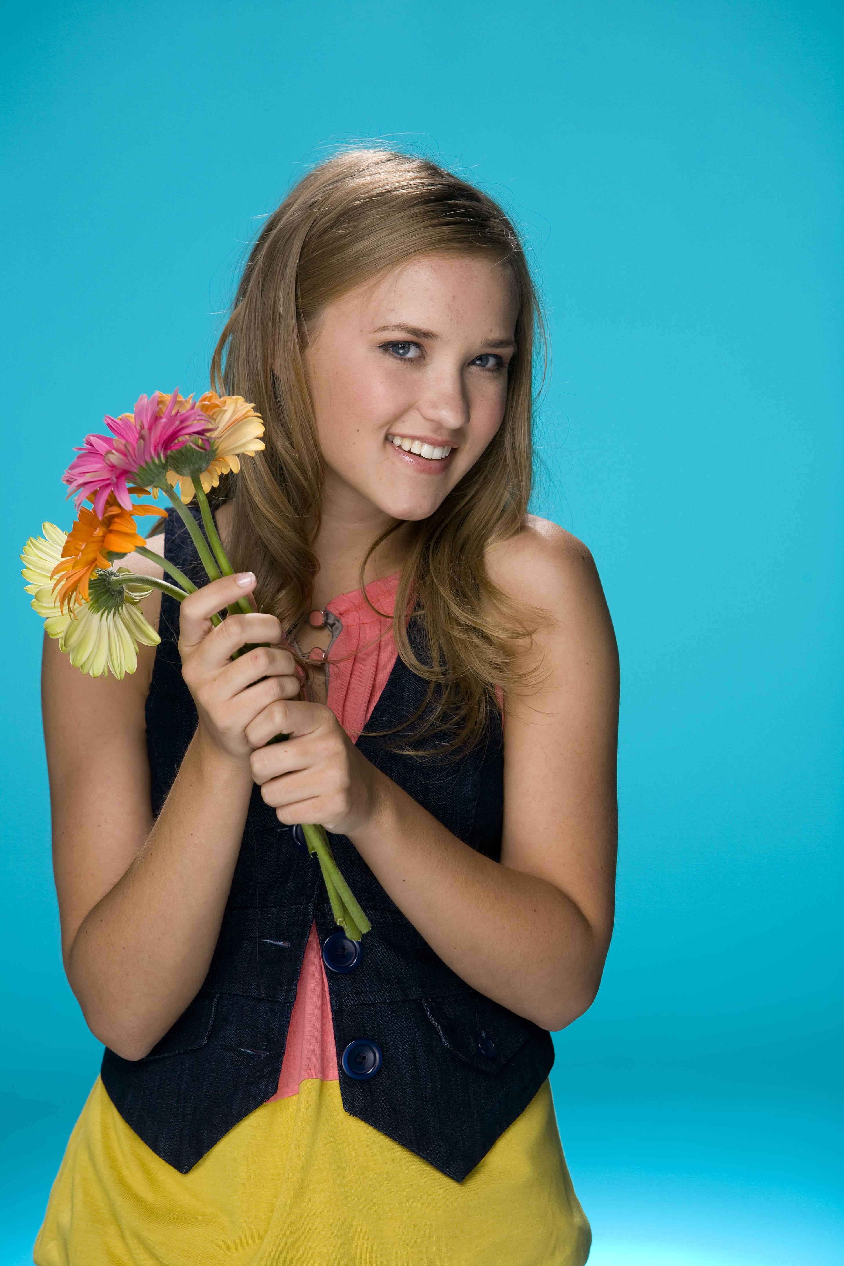 Emily Osment avec des fleurs