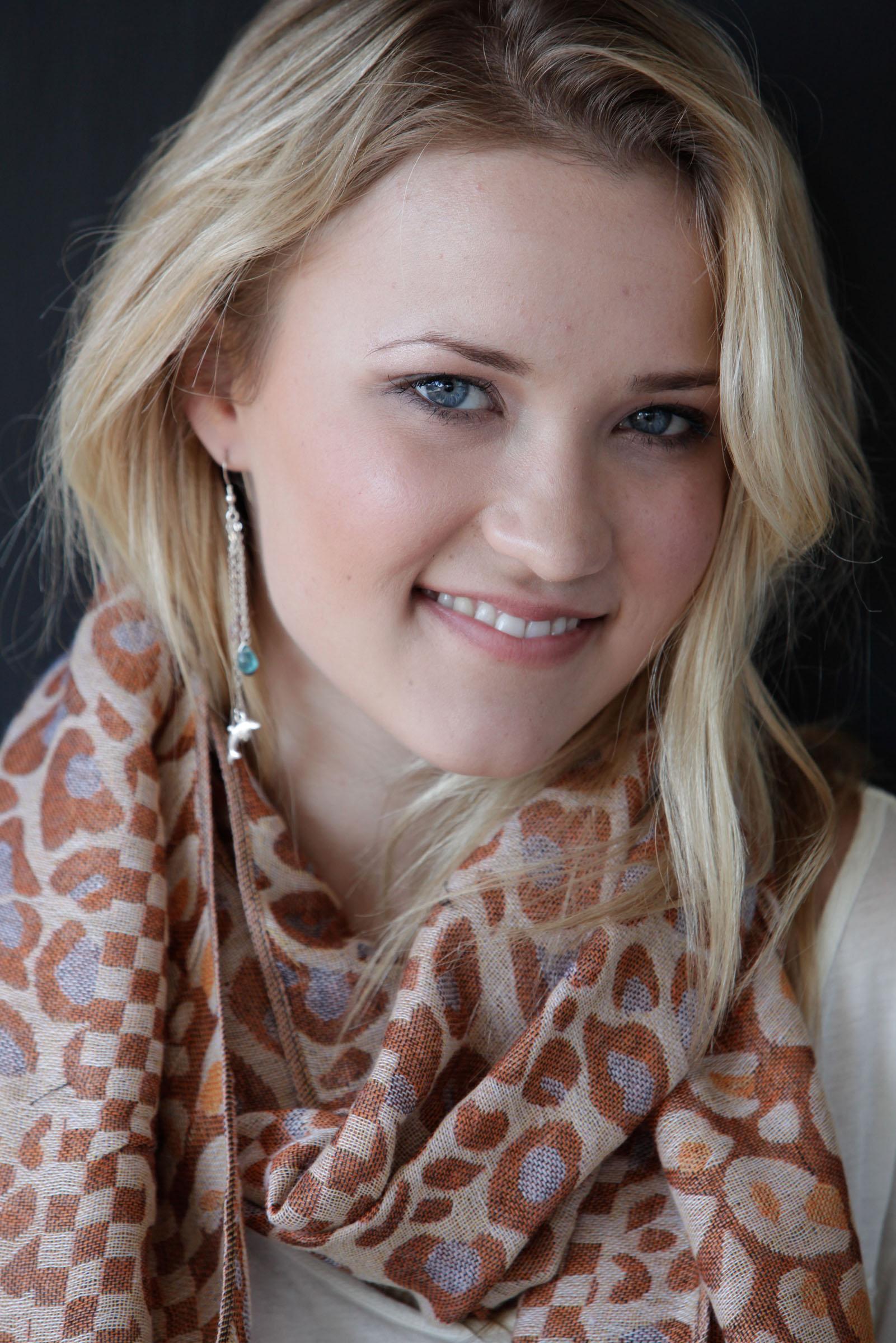 Emily Osment visage