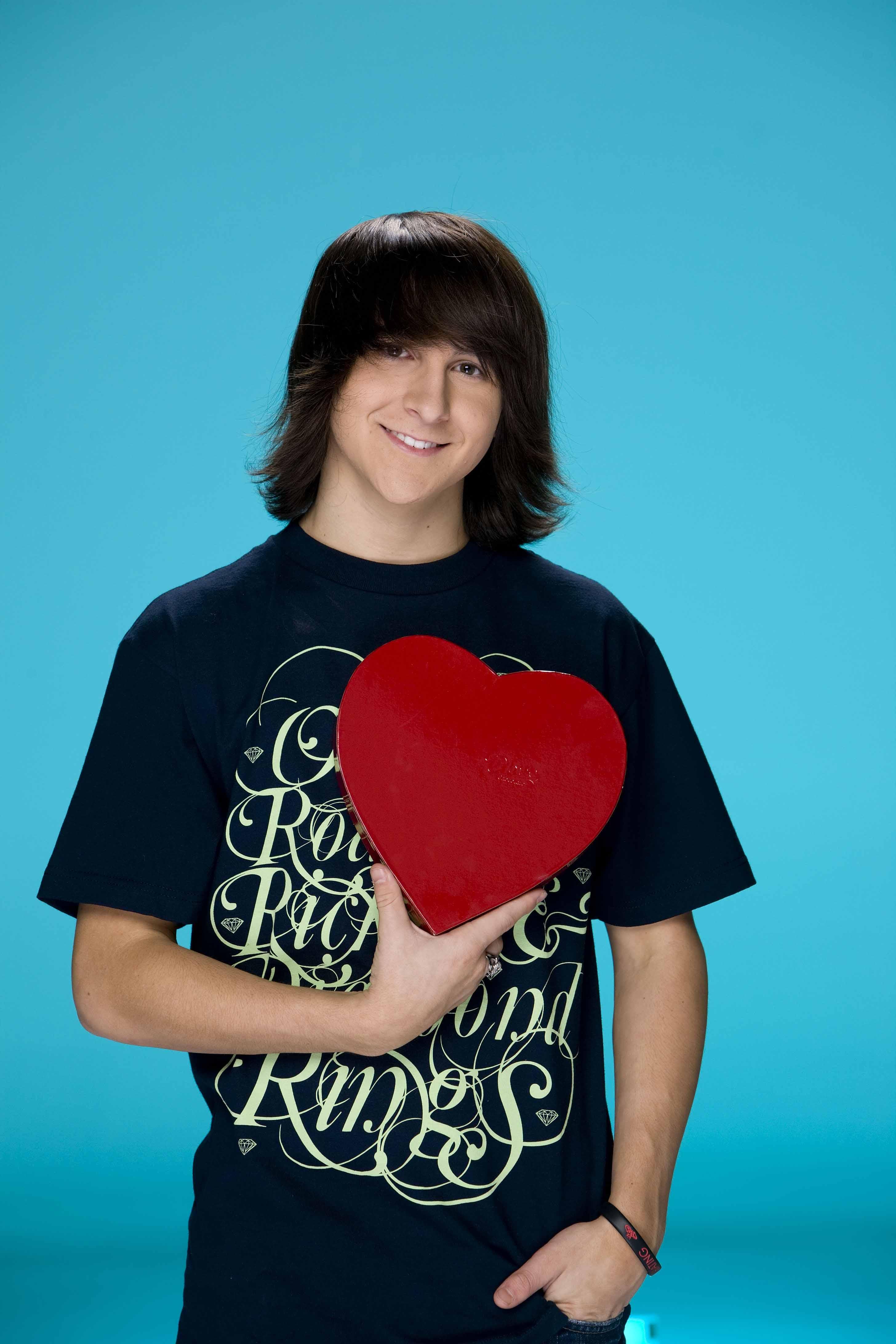 Mitchel Musso avec un coeur