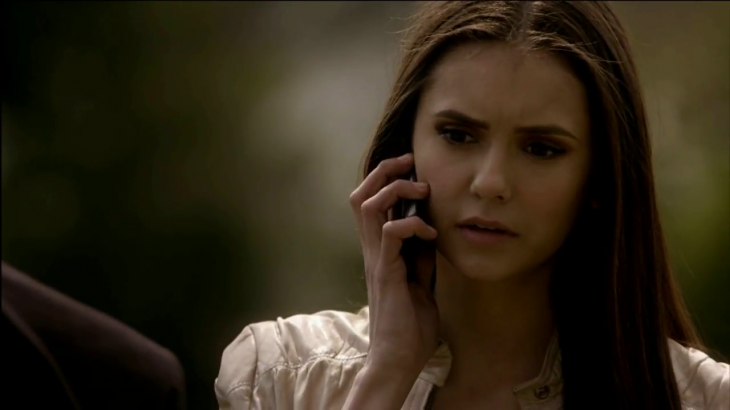 Elena au telephone