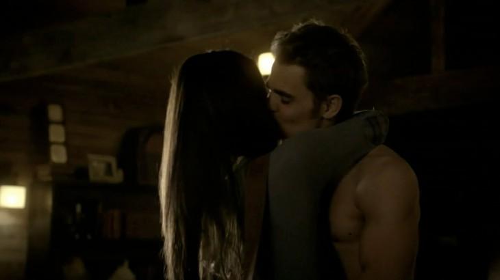 Elena embrasse stefan