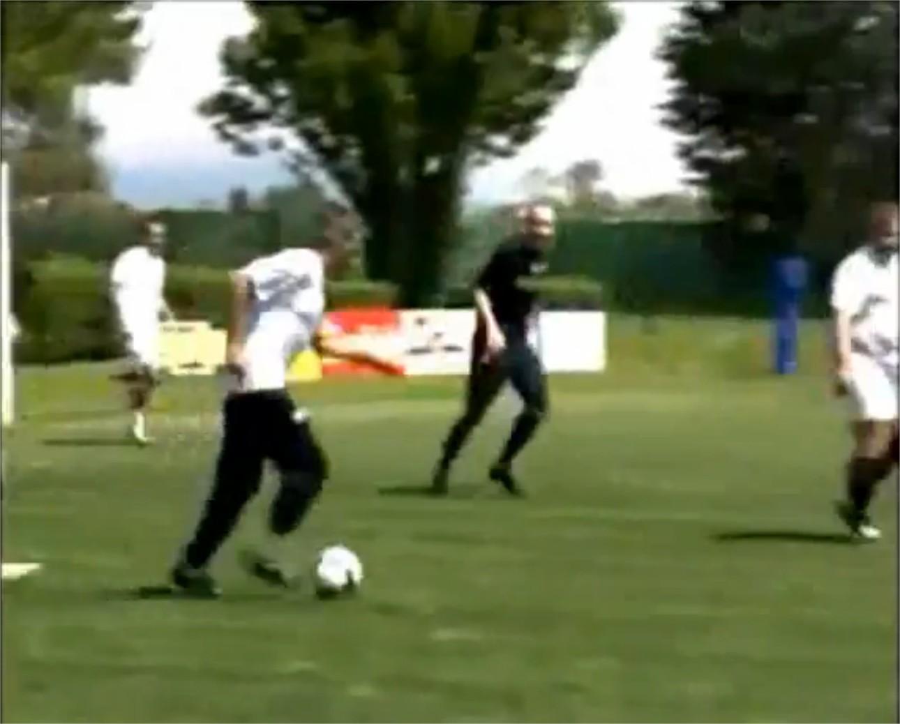 Jose Mourinho joue au foot
