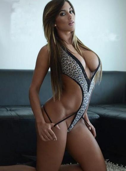 Claudia Sampedro bikini une piece
