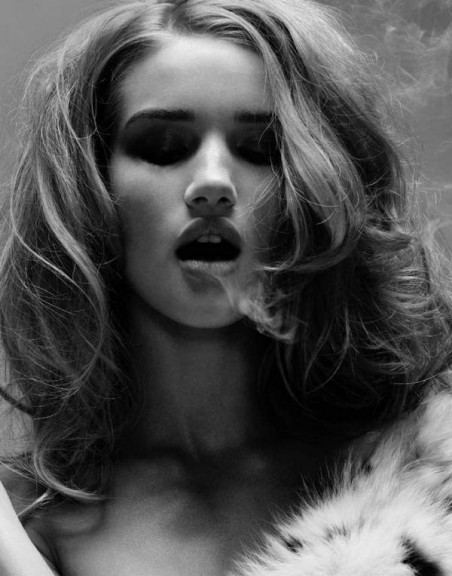 Rosie Huntington Whiteley hot fume