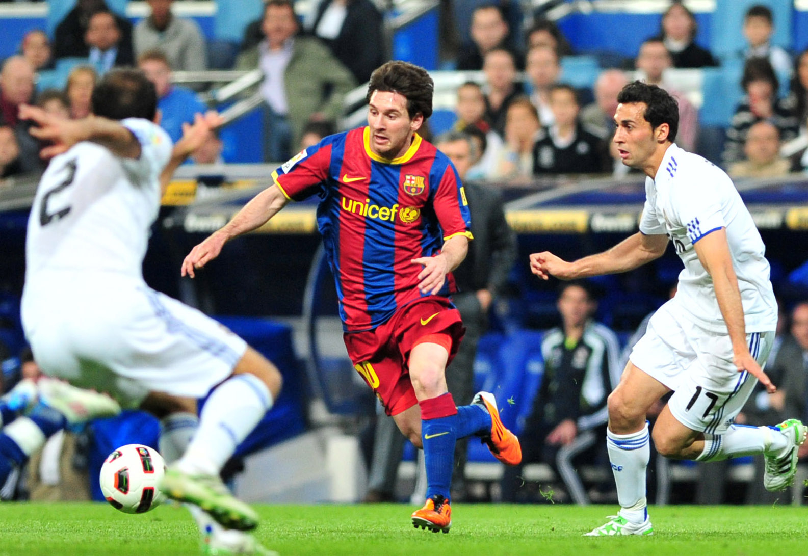 Messi dribble le Real Madrid