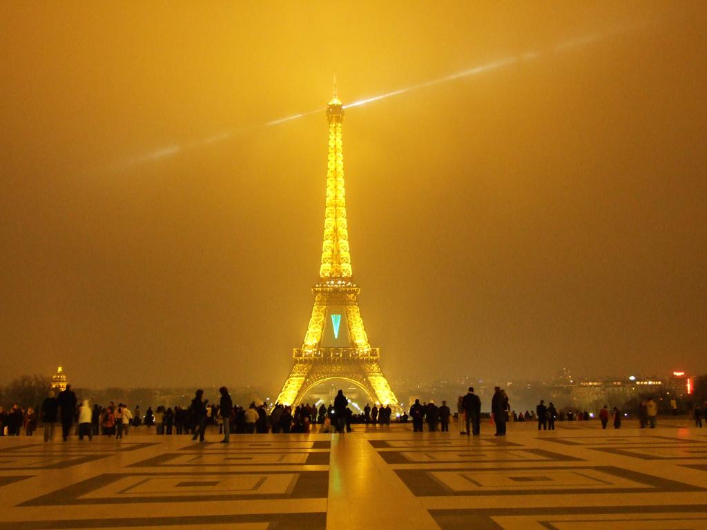 Tour Eiffel : Coloriage Tour Eiffel à imprimer et colorier
