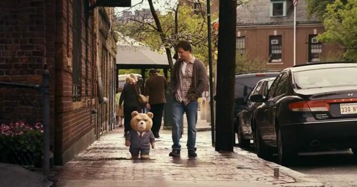 Ted et John dans la rue