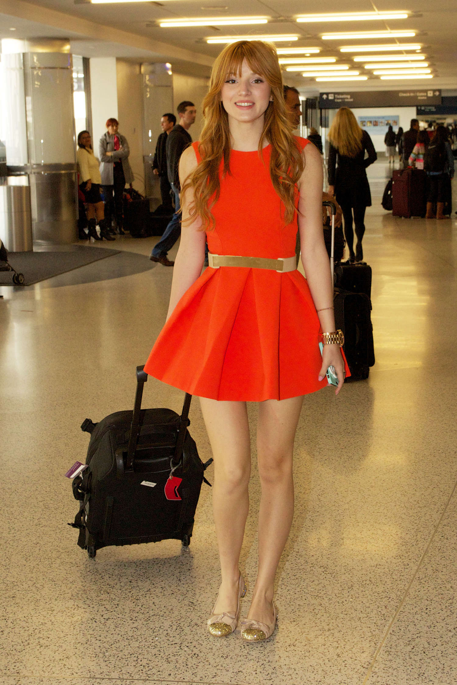 Bella Thorne robe courte aéroport Los Angeles