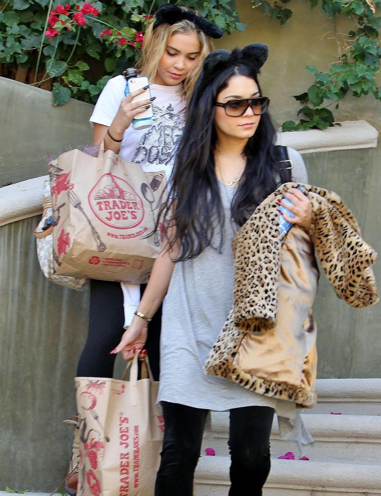 Vanessa et Stella Hudgens Los Angeles 2012