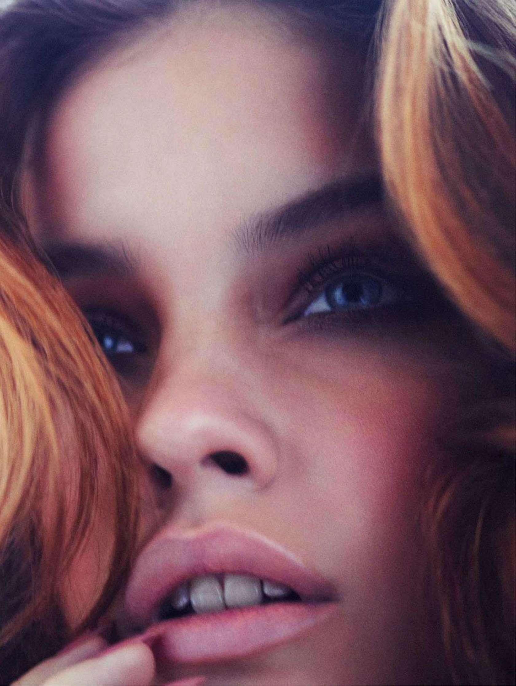 Barbara Palvin yeux bleus