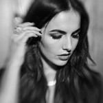 Camilla Belle photo noir et blanc