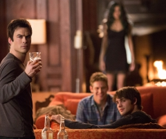 Damon boit Vampire Diaries